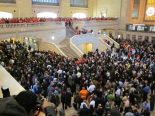 Crowd gathering at the Apple store in Grand Central Terminal in New York for opening day.